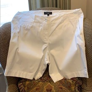 White shorts of cotton/spandex fabric